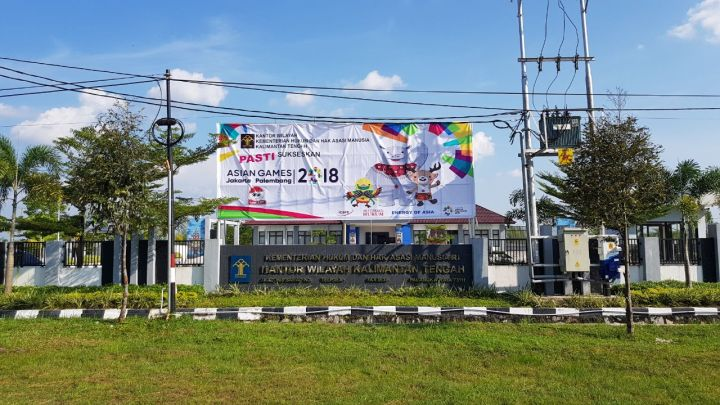 Baliho ASIAN Games di Kanwil Kemhuham Palangka raya